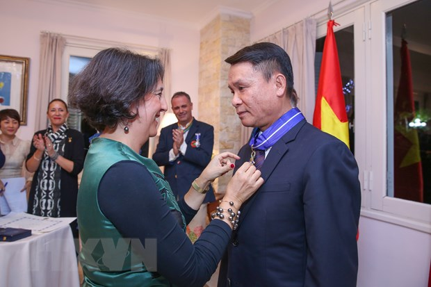 Nha vua Tay Ban Nha trao tang huan chuong cho Tong giam doc TTXVN hinh anh 1