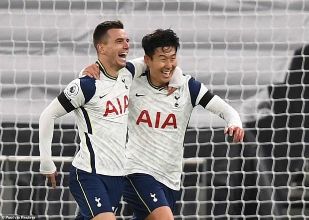 Premier League: Tottenham len dinh, Old Trafford lan dau tron niem vui hinh anh 1
