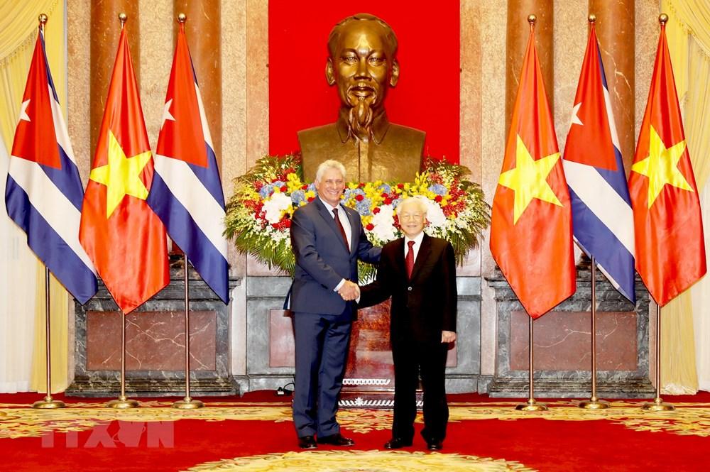 Tổng Bí thư, Chủ tịch nước Nguyễn Phú Trọng chụp ảnh chung với Chủ tịch Cuba Miguel Mario Díaz-Canel Bermúdez trước khi tiến hành hội đàm. Ảnh: Trí Dũng/TTXVN