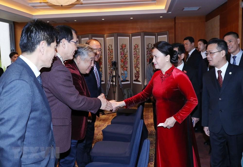 Chủ tịch Quốc hội Nguyễn Thị Kim Ngân với các đại biểu Hội nghiên cứu Việt Nam học tại Hàn Quốc. Ảnh: Trọng Đức/TTXVN