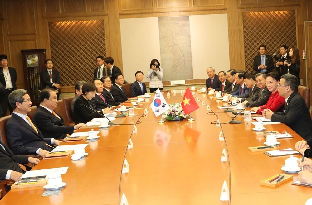 Chủ tịch Quốc hội Hàn Quốc Moon Hee-sang hội đàm với Chủ tịch Quốc hội Nguyễn Thị Kim Ngân tại Trụ sở Quốc hội Hàn Quốc ở Thủ đô Seoul. Ảnh: Trọng Đức/TTXVN