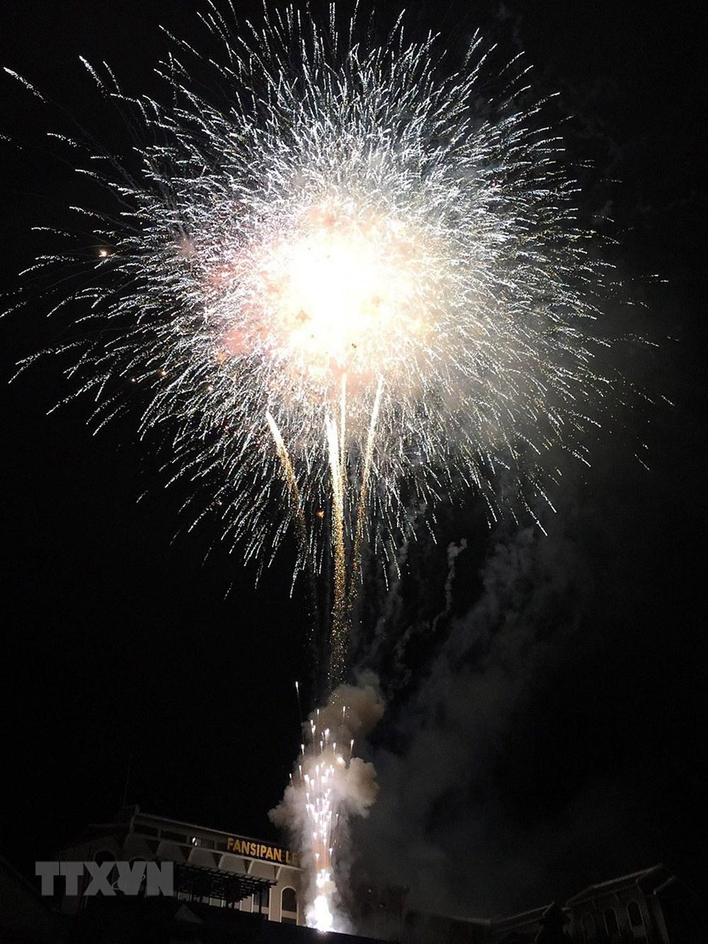 Lào Cai: Bắn pháo hoa chào mừng Quốc khánh tại khu du lịch Sa Pa - 1