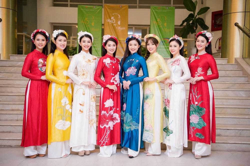 A hau Phuong Nga cung dan nguoi dep trinh dien bo suu tap 'Linh Sen' hinh anh 1