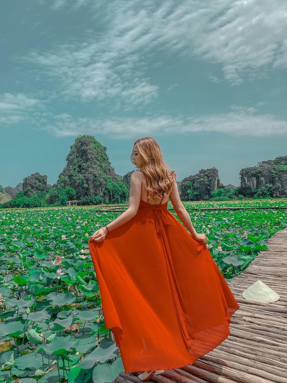 [Photo] Kham pha dam sen duoc menh danh dep nhat Viet Nam hinh anh 6