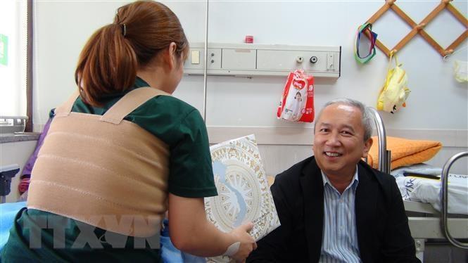 Thăm hỏi, động viên cô dâu người Việt bị chồng Hàn Quốc bạo hành