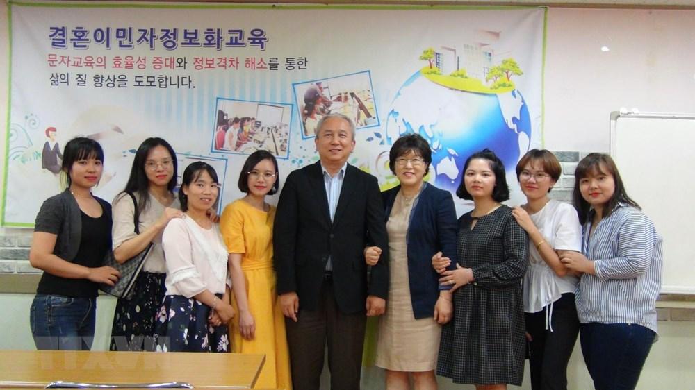 Thăm hỏi, động viên cô dâu người Việt bị chồng Hàn Quốc bạo hành - 1