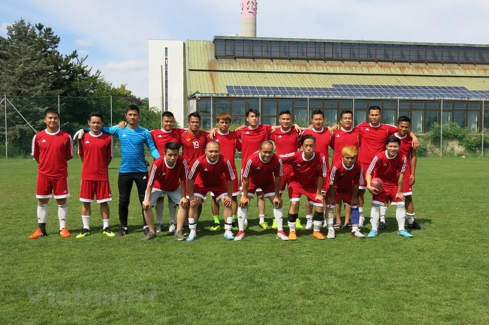 Sôi nổi giải bóng đá của người Việt tại châu Âu lần thứ nhất - 1