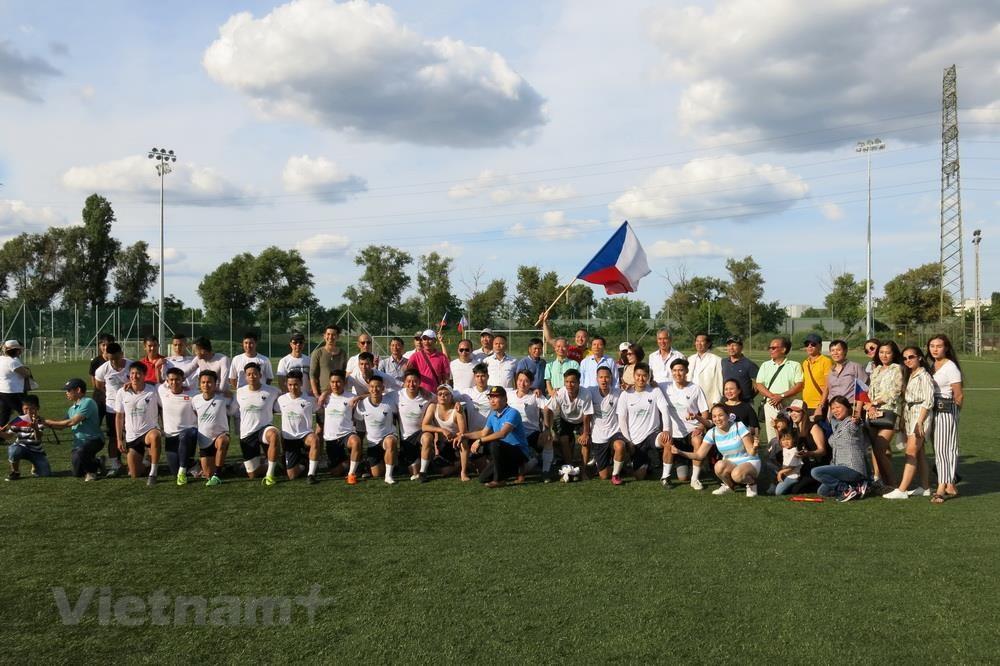 Sôi nổi giải bóng đá của người Việt tại châu Âu lần thứ nhất - 2
