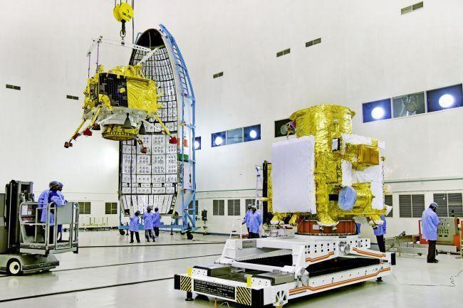 Các nhà khoa học Ấn Độ mất liên lạc với tàu thăm dò Mặt Trăng