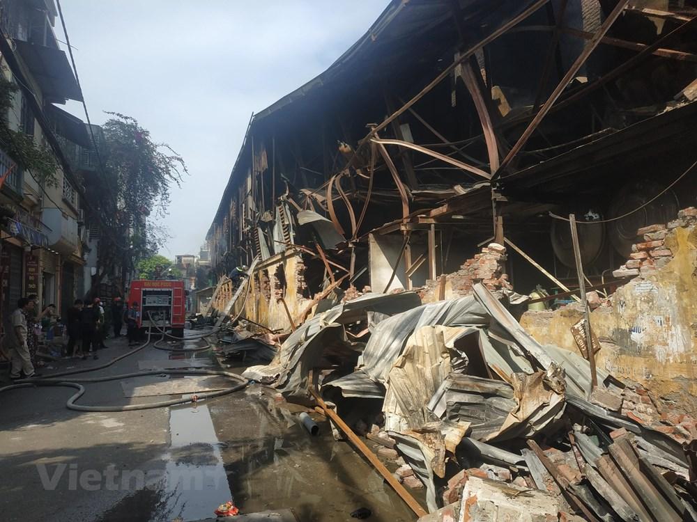 Cháy kho Công ty Rạng Đông: Di chuyển hơn 200 người dân trong đêm