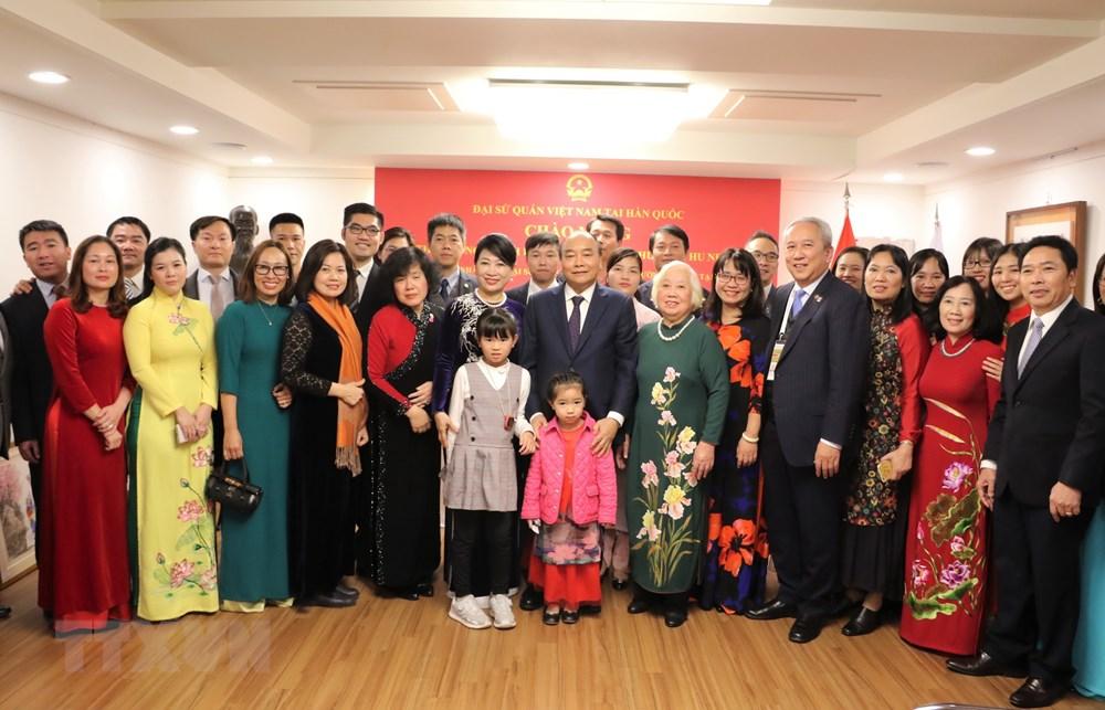 Thủ tướng Nguyễn Xuân Phúc đến thăm Đại sứ quán Việt Nam tại Hàn Quốc - 2