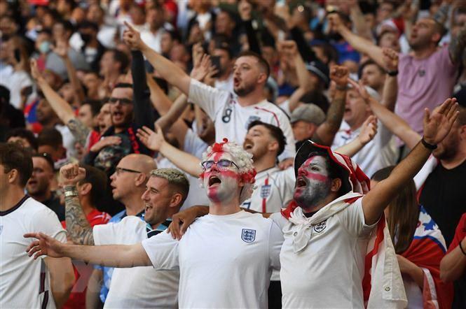 "Ve xem tran chung ket EURO 2020 bi ""thoi"" len toi gan 75.000 USD hinh anh 1"