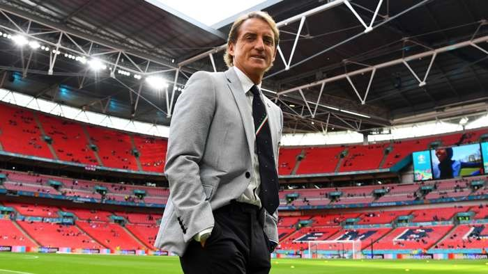 """""""Ngoi den huyen thoai"""" cho doi huan luyen vien Roberto Mancini hinh anh 1"""
