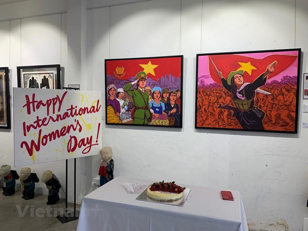 Triển lãm tranh tôn vinh phụ nữ Việt Nam nhân ngày 8-3 tại Singapore