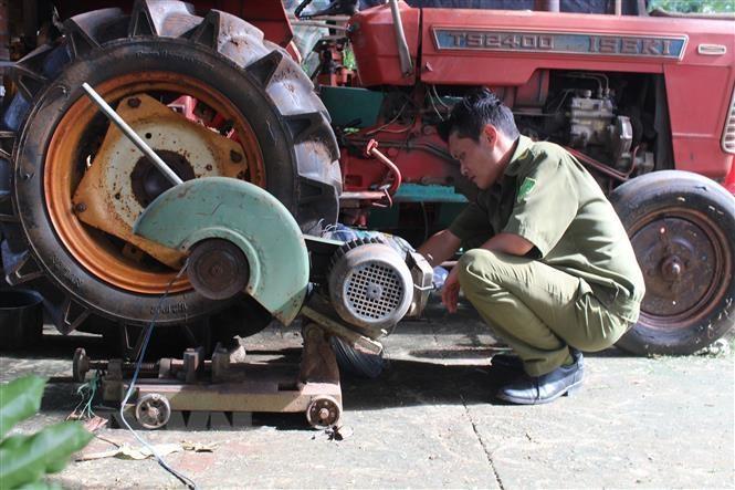 Bình Phước: Bị điện giật khi đang cắt sắt, 2 người thương vong