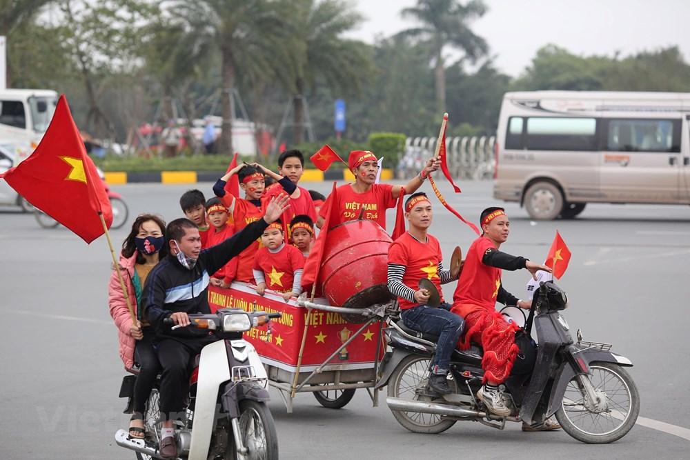 [ẢNH] Người hâm mộ háo hức chờ đón đội tuyển Việt Nam trở về - 2