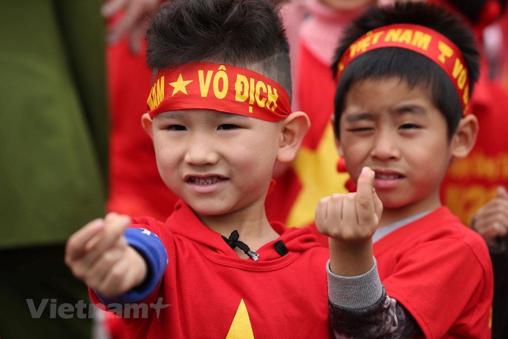 [ẢNH] Người hâm mộ háo hức chờ đón đội tuyển Việt Nam trở về - 8