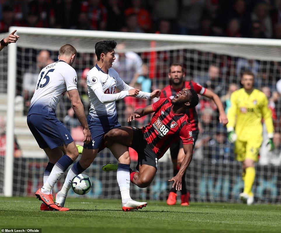 Liverpool tái chiếm ngôi đầu sau màn rượt đuổi tỷ số kịch tính - 2