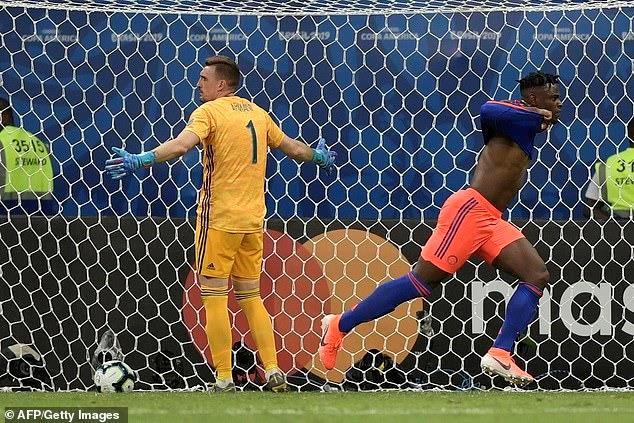 Lionel Messi mờ nhạt, Argentina nhận 'trái đắng' trước Colombia - 2