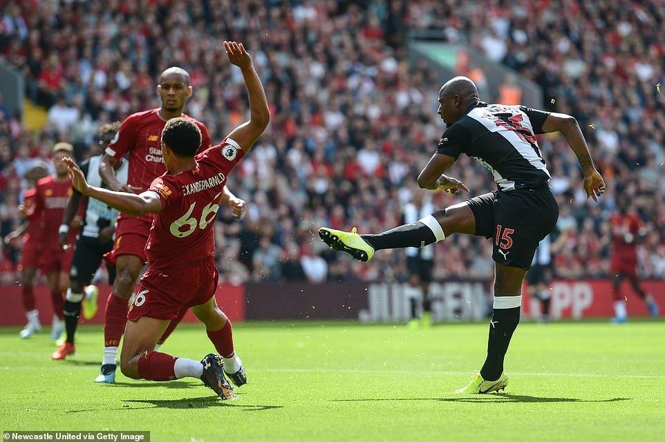 Thắng ngược Newcastle, Liverpool xây chắc ngôi đầu Premier League - 1