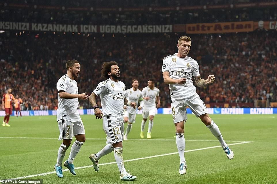 Kết quả Champions League: Các 'ông lớn' đua nhau giành chiến thắng - 1