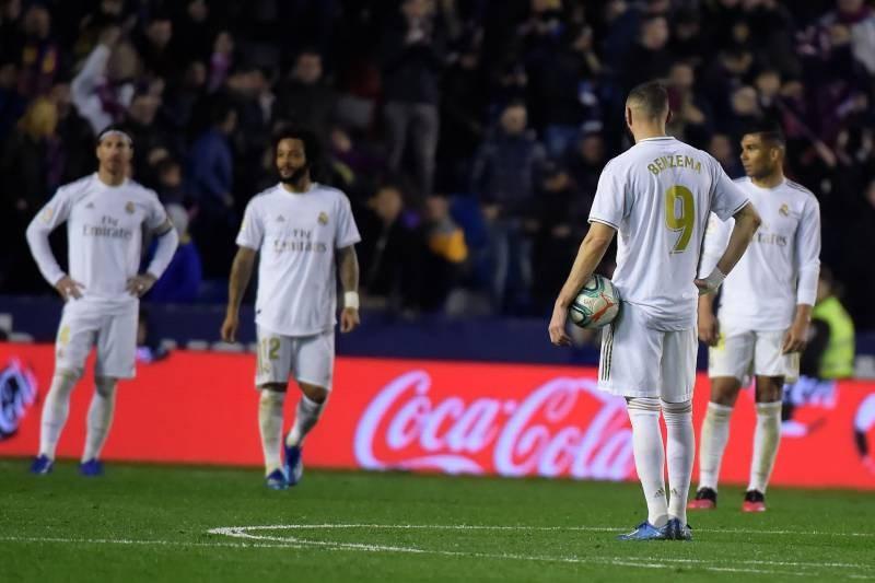Messi ghi 4 bàn, Barcelona giành lại ngôi đầu từ tay Real Madrid - 1