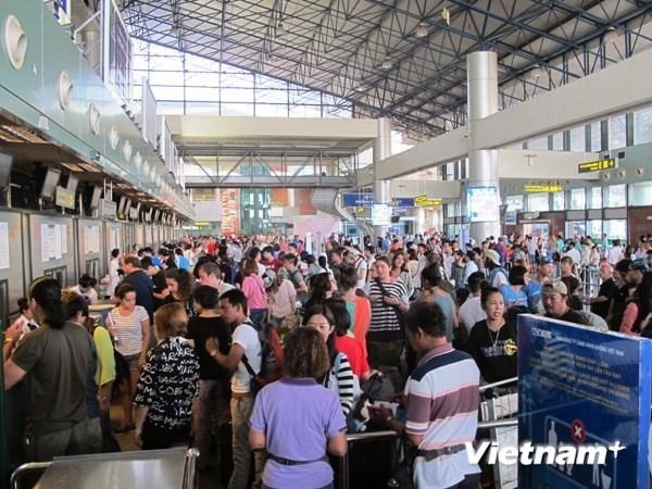 Đóng cửa 3 sân bay, hủy nhiều chuyến bay do ảnh hưởng bão số 6