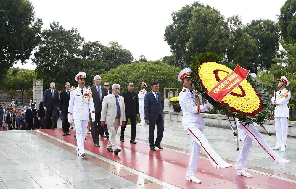 [ẢNH] Lãnh đạo Đảng, Nhà nước, MTTQ Việt Nam vào Lăng viếng Chủ tịch Hồ Chí Minh - 15