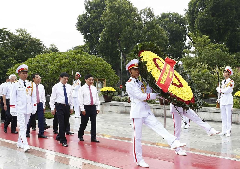 [ẢNH] Lãnh đạo Đảng, Nhà nước, MTTQ Việt Nam vào Lăng viếng Chủ tịch Hồ Chí Minh - 9
