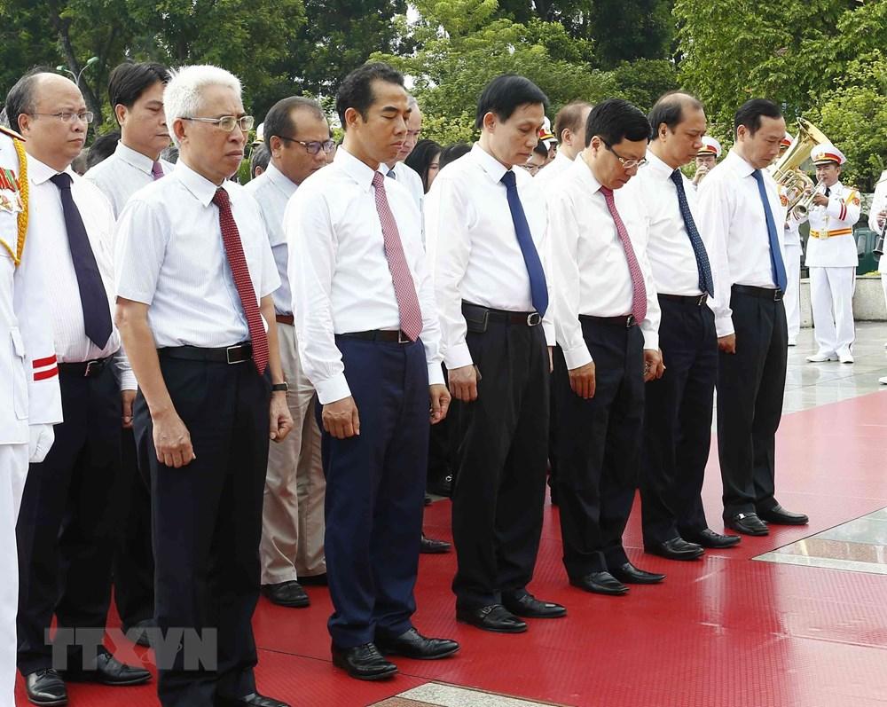 [ẢNH] Lãnh đạo Đảng, Nhà nước, MTTQ Việt Nam vào Lăng viếng Chủ tịch Hồ Chí Minh - 10