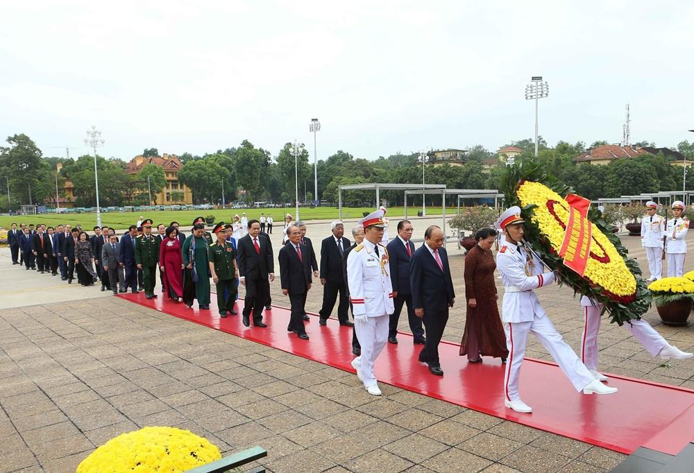 [ẢNH] Lãnh đạo Đảng, Nhà nước, MTTQ Việt Nam vào Lăng viếng Chủ tịch Hồ Chí Minh - 1