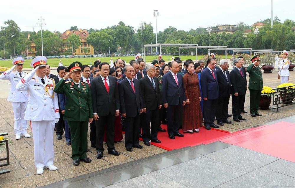 [ẢNH] Lãnh đạo Đảng, Nhà nước, MTTQ Việt Nam vào Lăng viếng Chủ tịch Hồ Chí Minh - 2