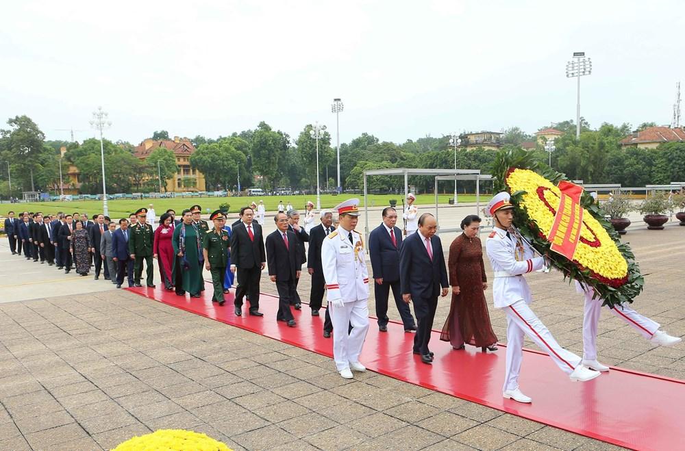 [ẢNH] Lãnh đạo Đảng, Nhà nước, MTTQ Việt Nam vào Lăng viếng Chủ tịch Hồ Chí Minh - 3