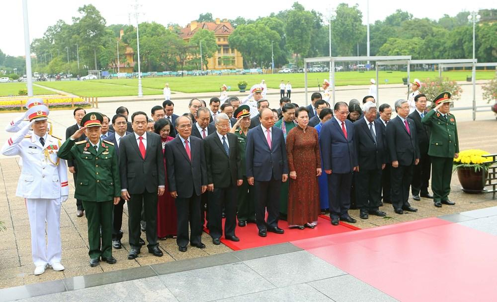 [ẢNH] Lãnh đạo Đảng, Nhà nước, MTTQ Việt Nam vào Lăng viếng Chủ tịch Hồ Chí Minh - 4