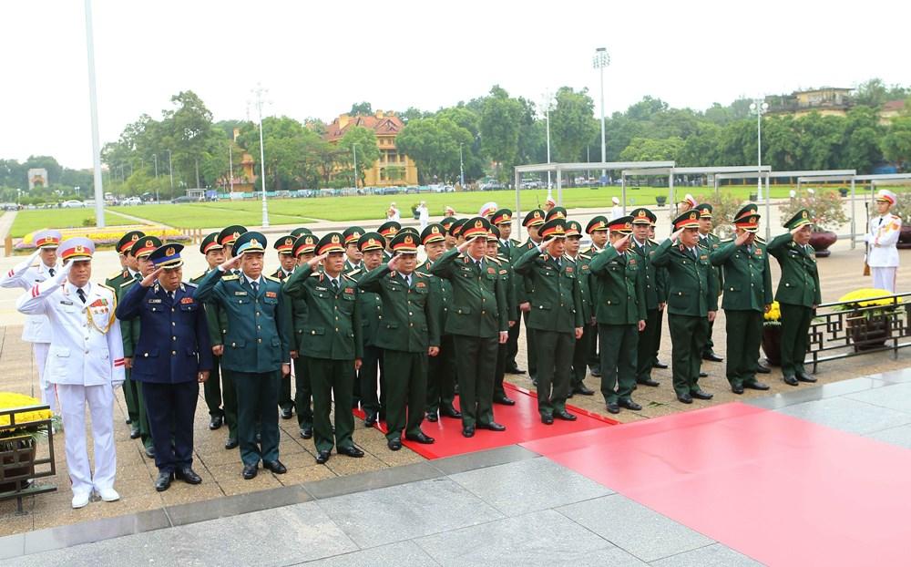 [ẢNH] Lãnh đạo Đảng, Nhà nước, MTTQ Việt Nam vào Lăng viếng Chủ tịch Hồ Chí Minh - 6