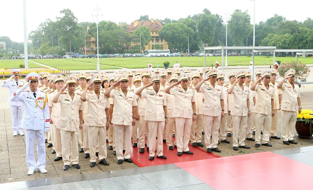 [ẢNH] Lãnh đạo Đảng, Nhà nước, MTTQ Việt Nam vào Lăng viếng Chủ tịch Hồ Chí Minh - 8