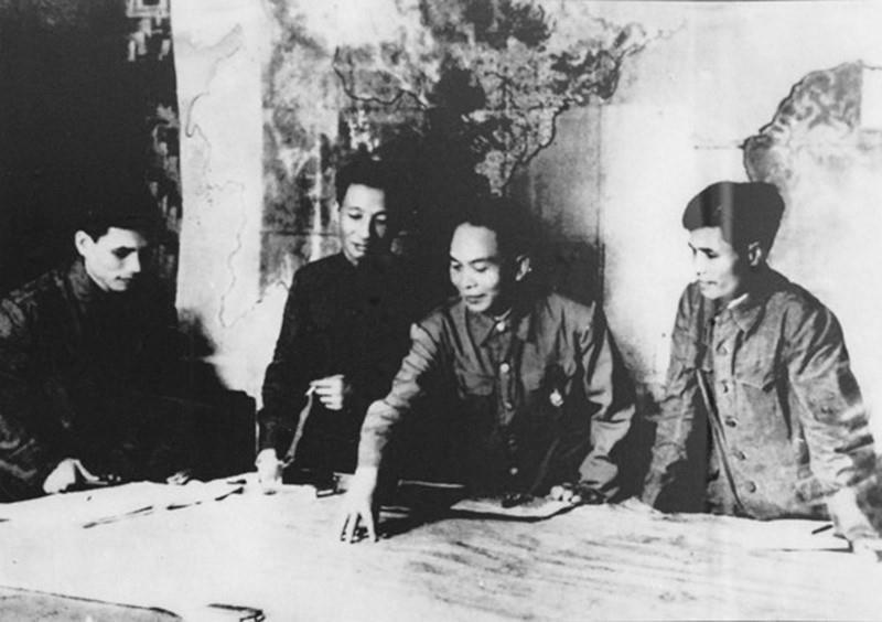 Chien thang Dien Bien Phu: Dinh cao chong ngoai xam cua dan toc hinh anh 37