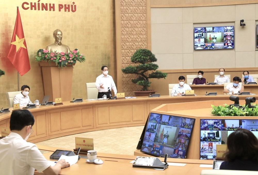 [Photo] Thu tuong chi dao cong tac truoc dien bien moi cua dich benh hinh anh 4