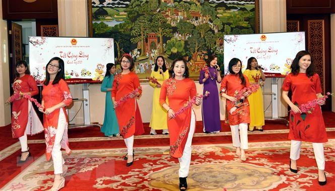 Đượm sắc màu Tết cổ truyền Việt Nam tại Trung Quốc