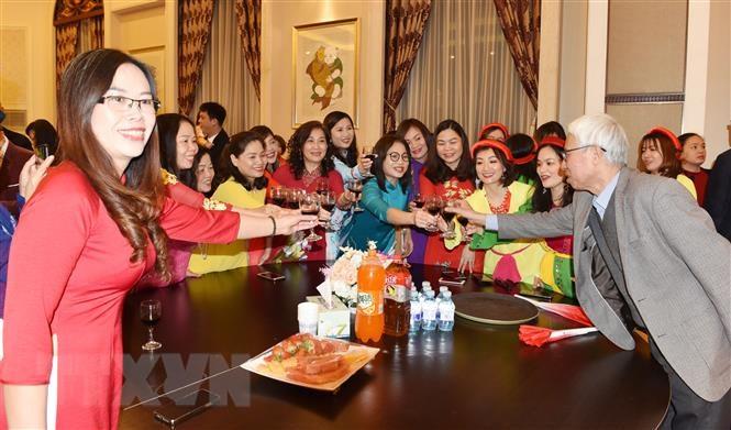 Đượm sắc màu Tết cổ truyền Việt Nam tại Trung Quốc - 2