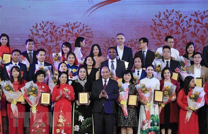 Thủ tướng Nguyễn Xuân Phúc nhắn tin ủng hộ người nghèo - 1
