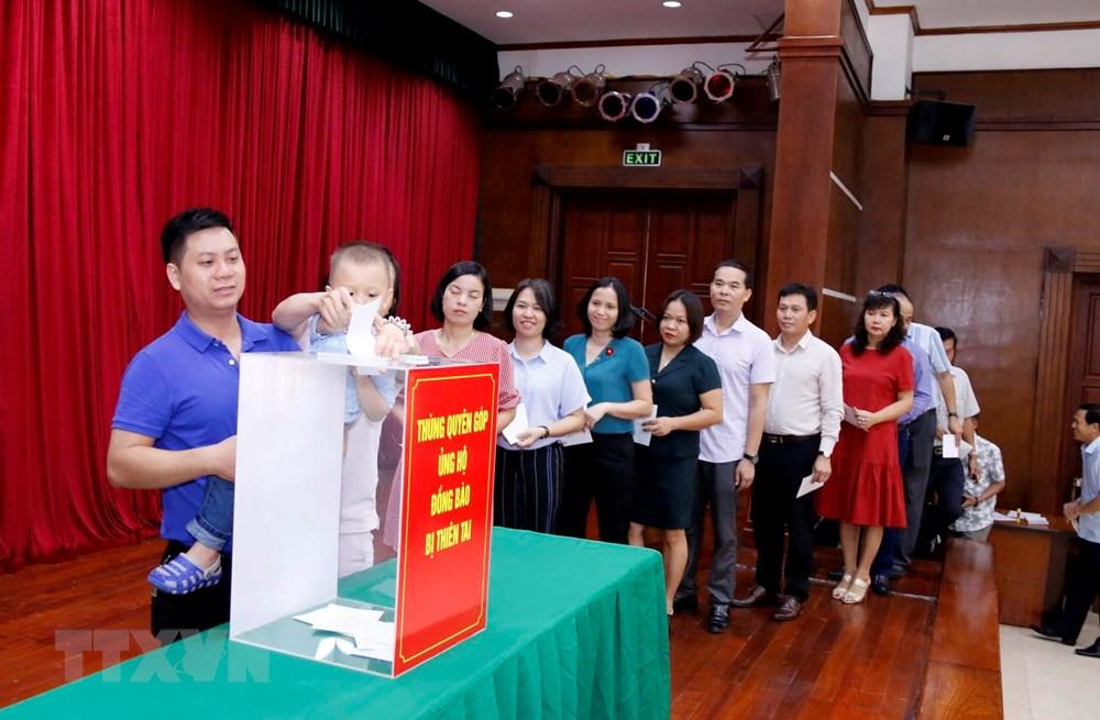 Người Việt ở Lào giúp người dân địa phương khắc phục thiên tai - 1