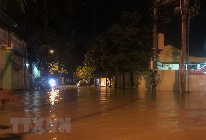 Nhiều tuyến đường thành phố Điện Biên Phủ ngập sâu trong nước
