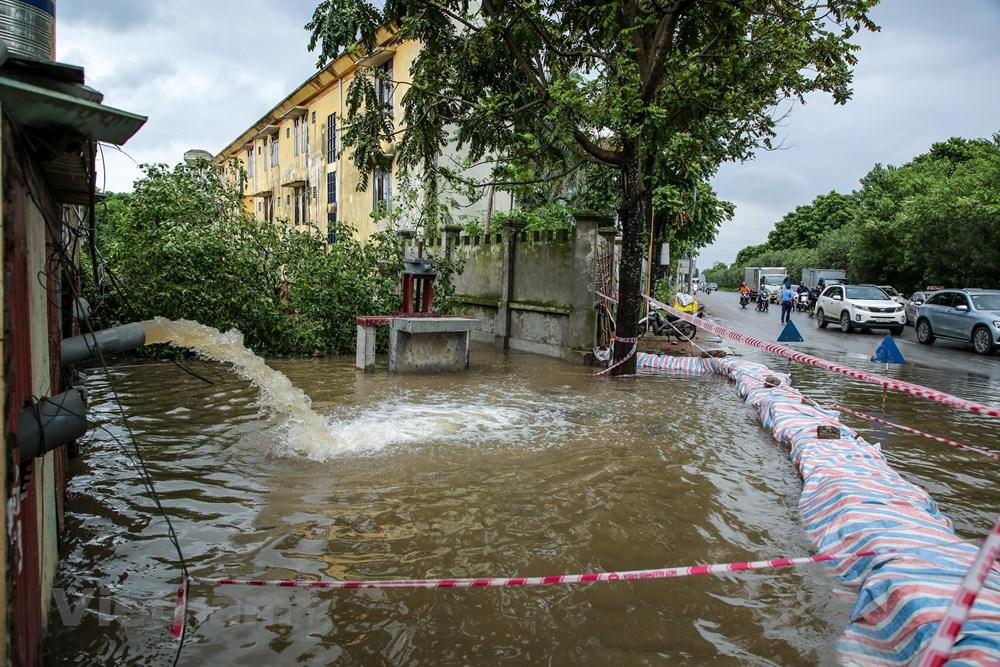[ẢNH] Đại lộ Thăng Long ngập nặng sau cơn mưa lớn do bão số 3 - 14