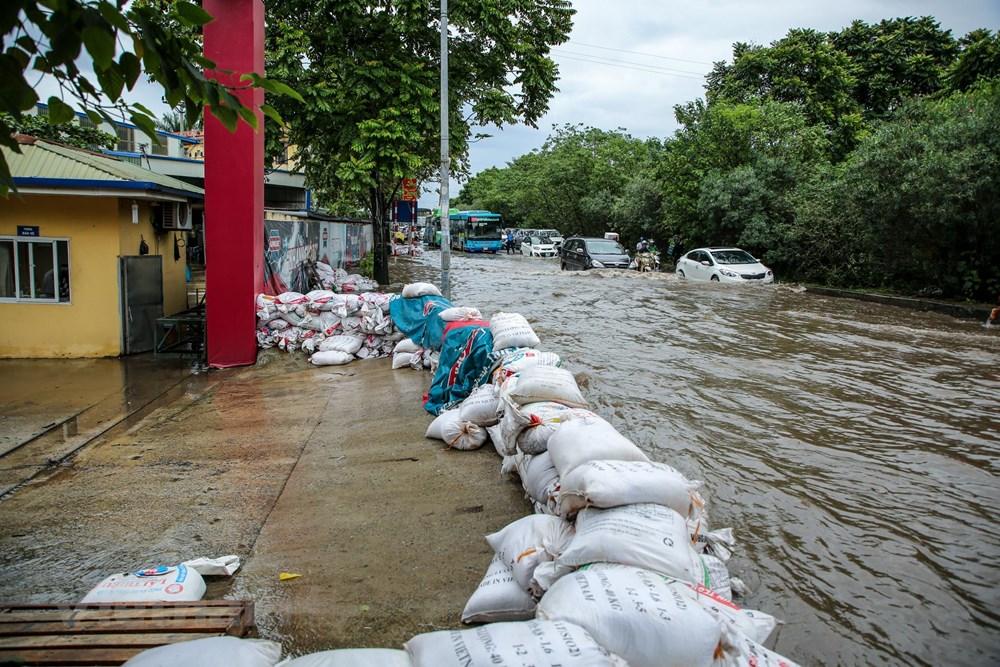 [ẢNH] Đại lộ Thăng Long ngập nặng sau cơn mưa lớn do bão số 3 - 15