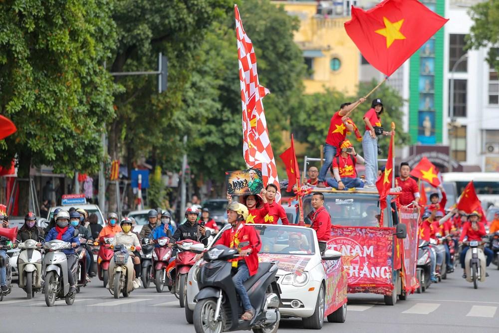 [ẢNH] Cổ động viên diễu hành 'tiếp lửa' trước trận Việt Nam - Thái Lan - 1