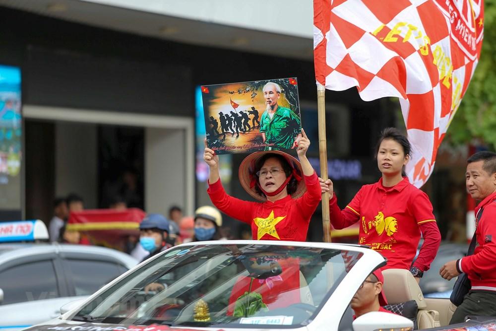 [ẢNH] Cổ động viên diễu hành 'tiếp lửa' trước trận Việt Nam - Thái Lan - 3