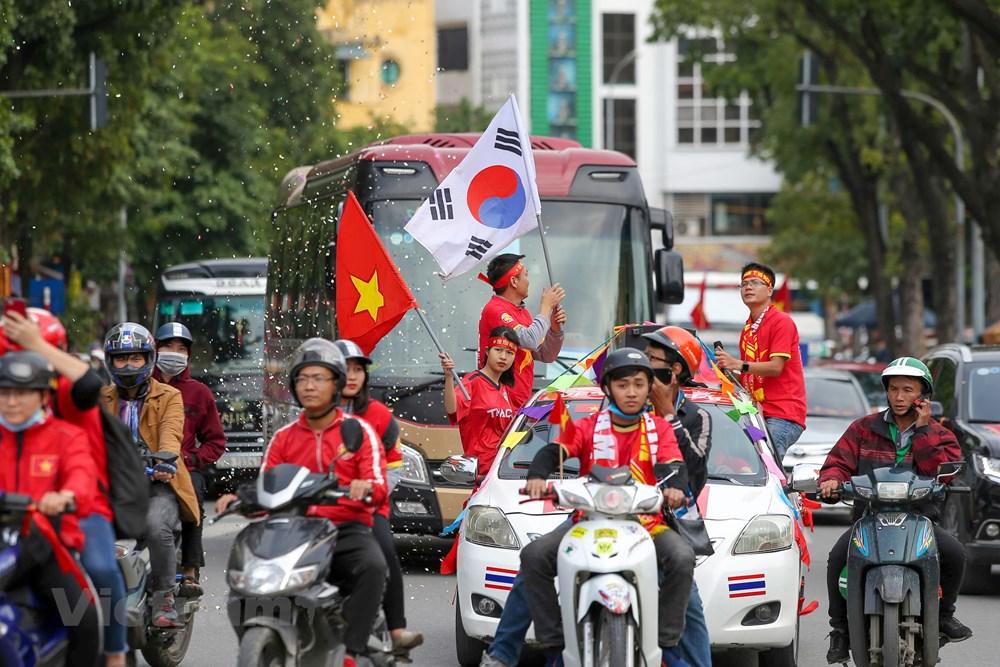 [ẢNH] Cổ động viên diễu hành 'tiếp lửa' trước trận Việt Nam - Thái Lan - 4