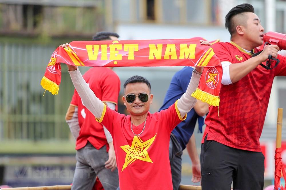 [ẢNH] Cổ động viên diễu hành 'tiếp lửa' trước trận Việt Nam - Thái Lan - 5