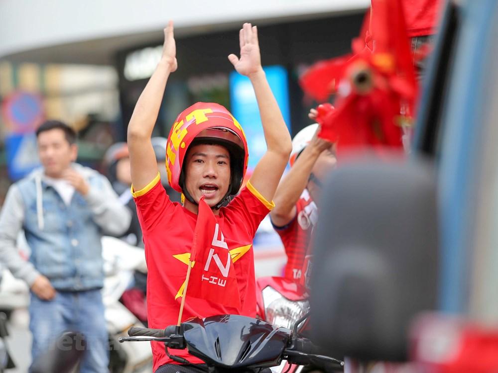 [ẢNH] Cổ động viên diễu hành 'tiếp lửa' trước trận Việt Nam - Thái Lan - 6
